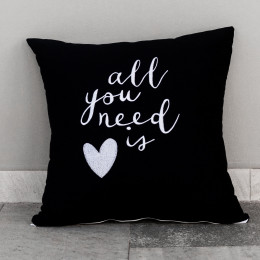 Almofada Decorativa com Bordado Exclusivo All You Need is Love 100% Algodão 45cm x 45cm
